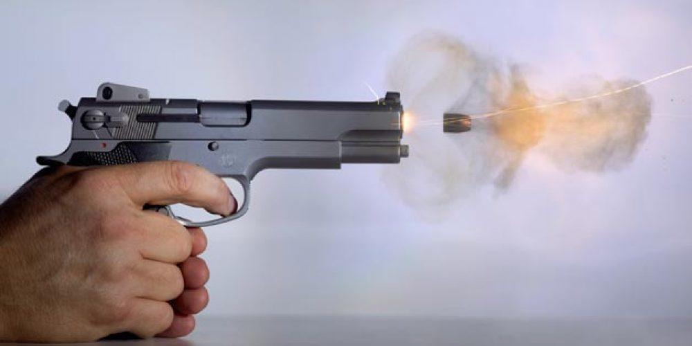 اسلحه کلت حین شلیک